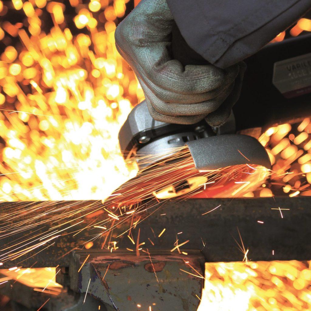 Neu: TRIMFIX® SteelFire® Fächerschleifscheibe für extremen Stahlabtrag